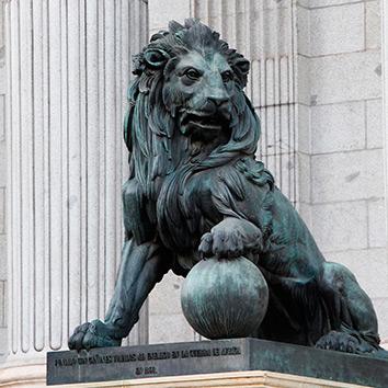 Estatua León de Cortes Generales